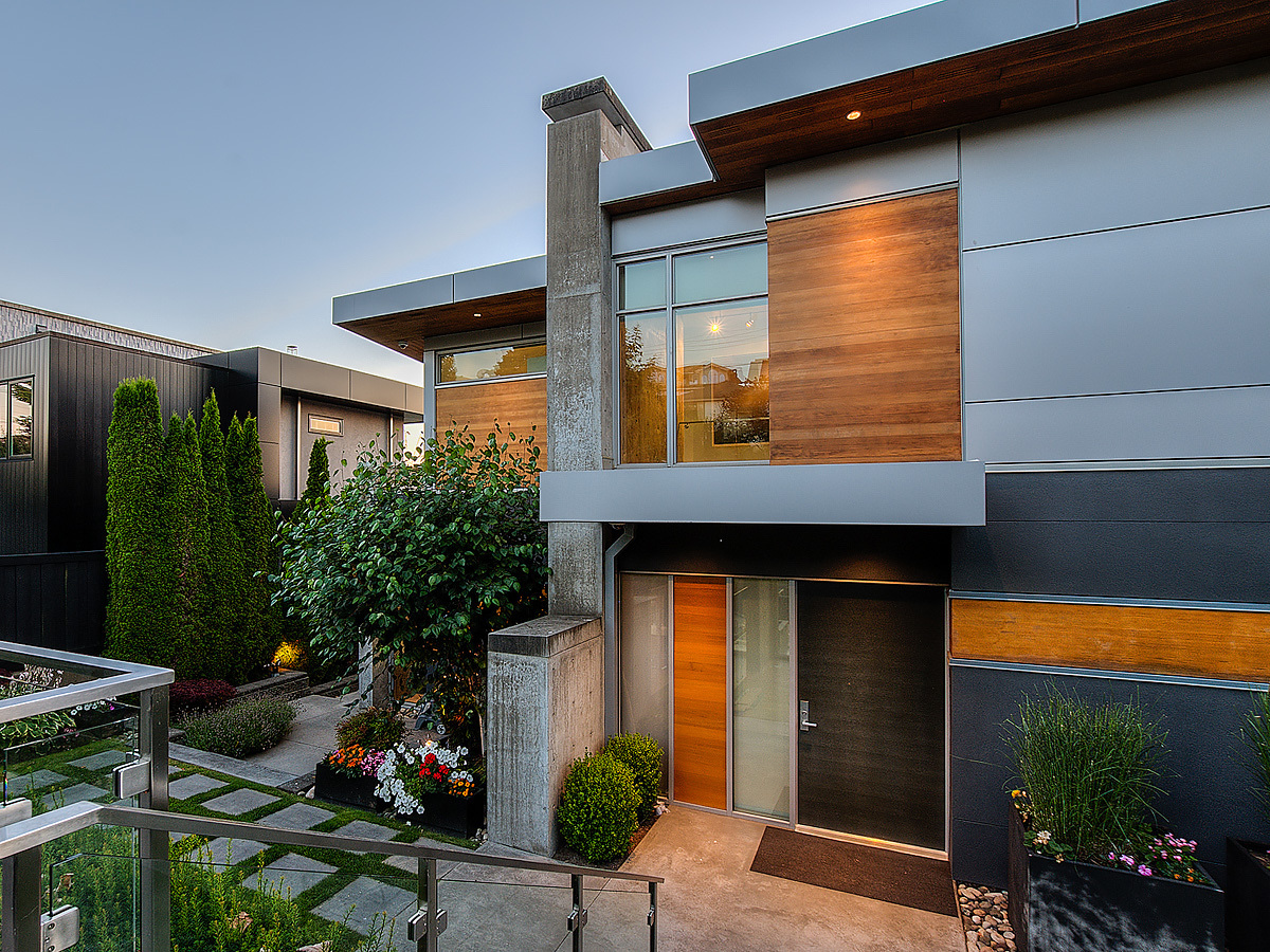 3-front-entry-and-courtyard at 389 N Glynde Avenue, Capitol Hill BN, Burnaby North