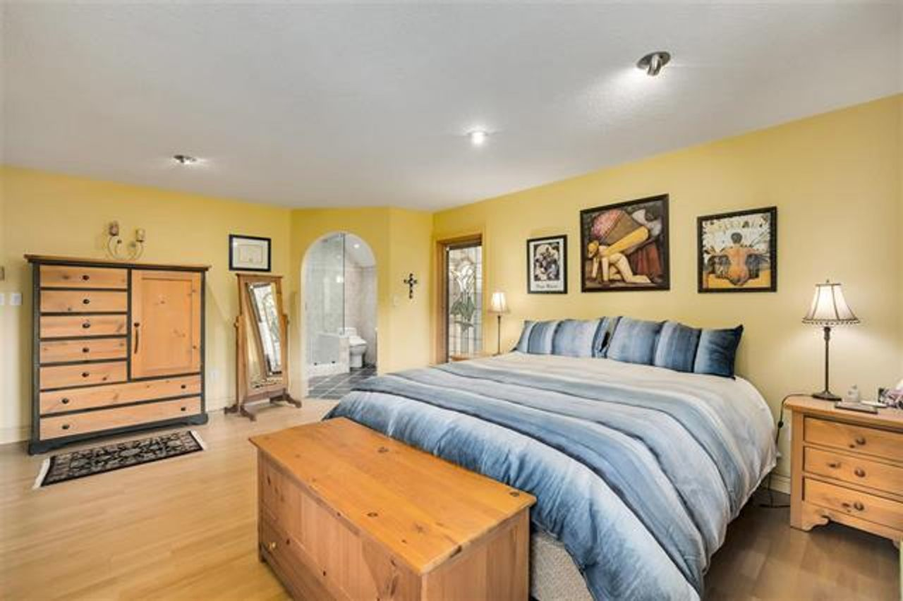 Large Mbdrm wiht ensuite and walk in closet at 1229 Caledonia Avenue, Deep Cove, North Vancouver