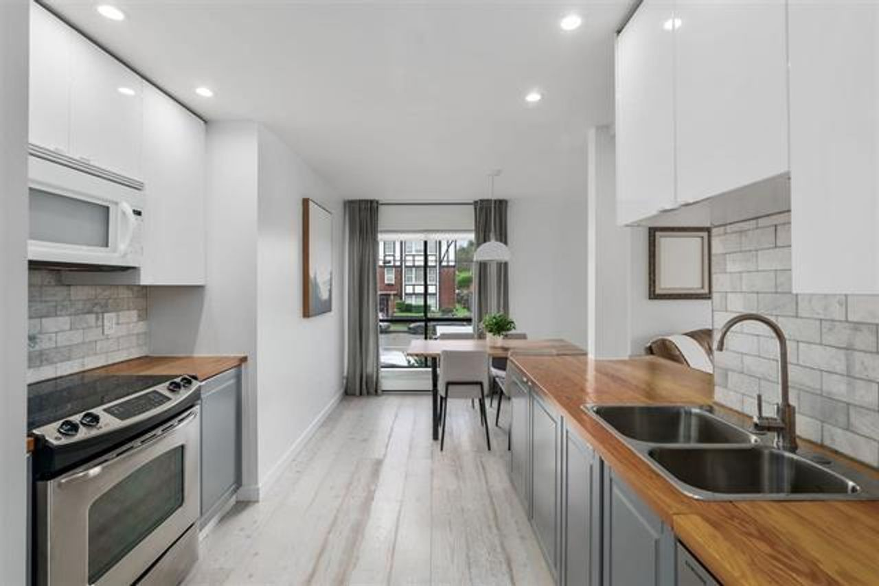 kitchen at 208 - 3264 Oak Street, Cambie, Vancouver West