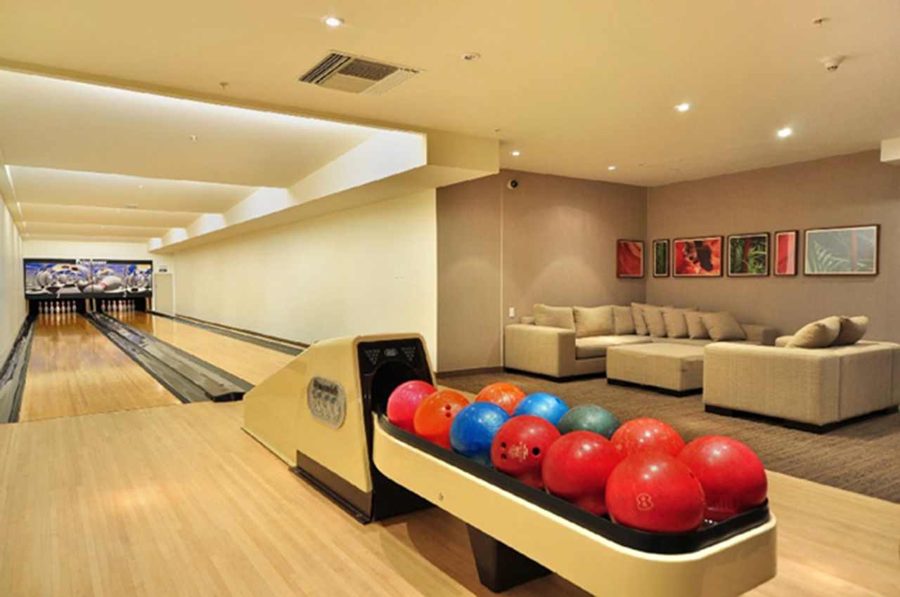 2 Private bowling lanes at 2006 - 33 Smithe Street, Yaletown, Vancouver West