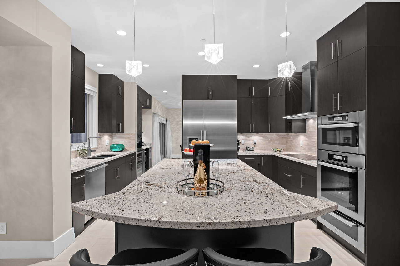 full-7-1 at 561 St. Andrews Road, Glenmore, West Vancouver
