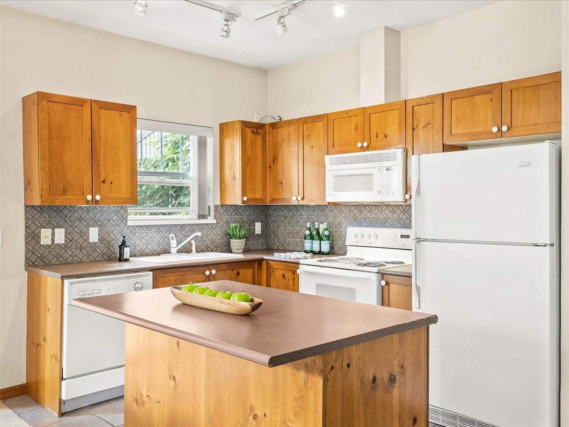205 - 3300 Ptarmigan Place, Blueberry Hill, Whistler 2