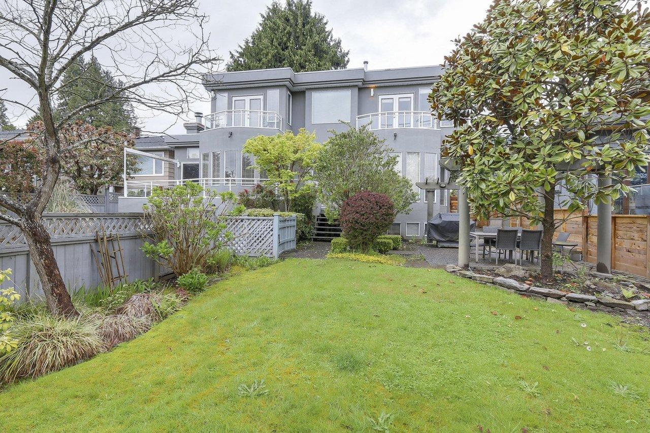 25 at  Lawson Avenue, Dundarave, West Vancouver