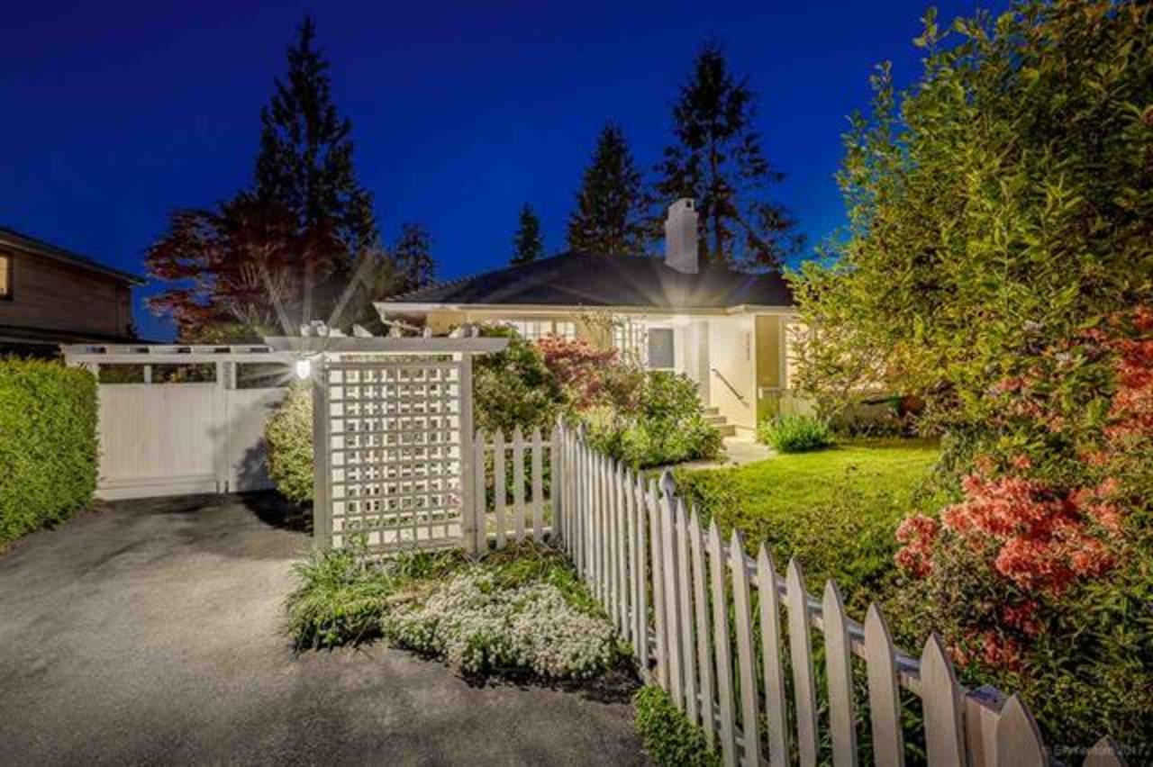 262190808-1 at  Edgemont Boulevard, Edgemont, North Vancouver