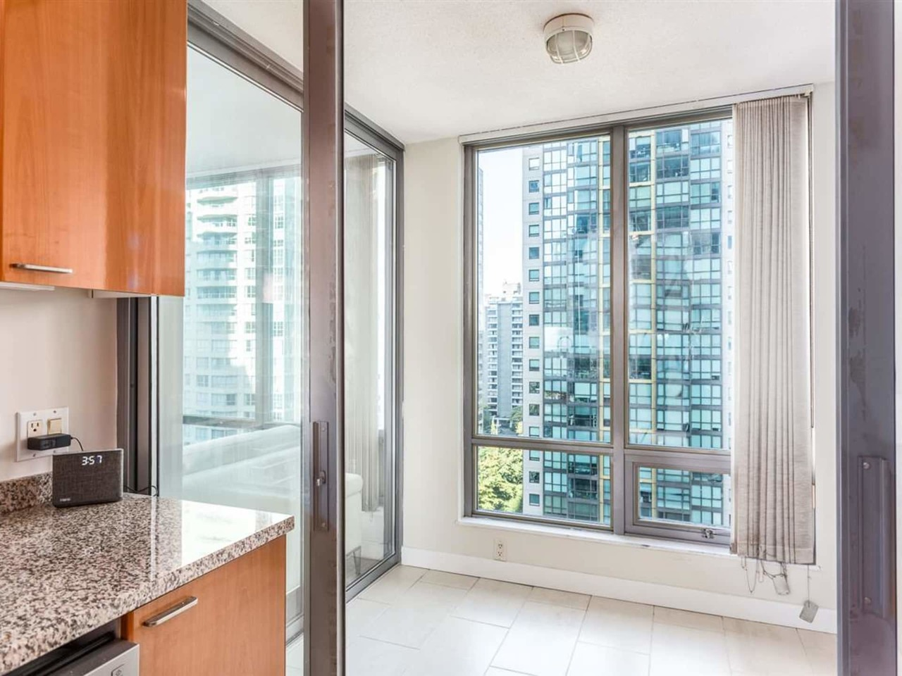 11 at 1288 Georgia Street, Coal Harbour, Vancouver West