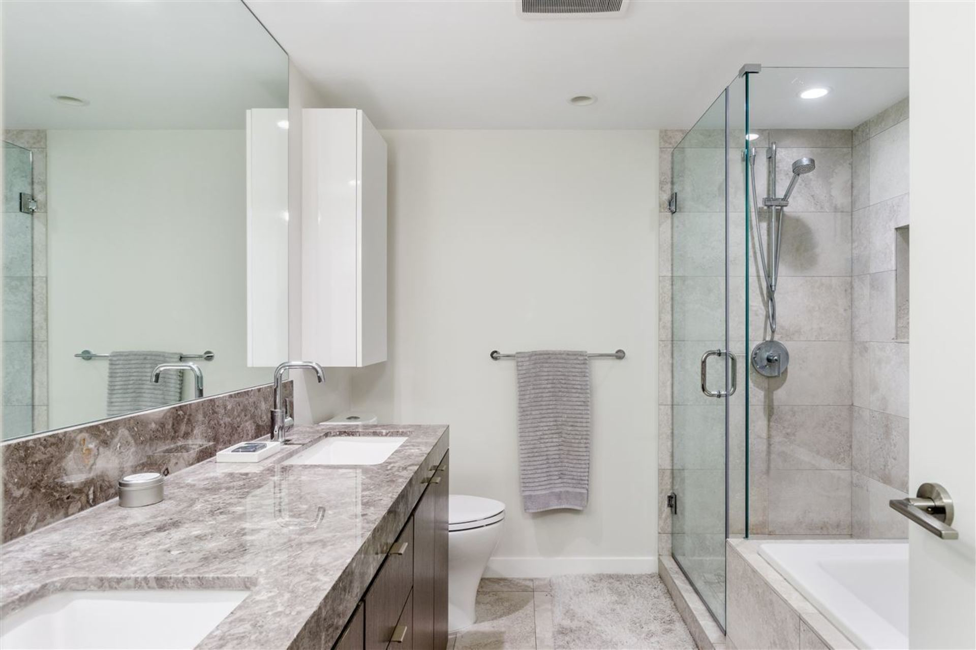 9 - 9 E 9th Street, Central Lonsdale, North Vancouver (R9)