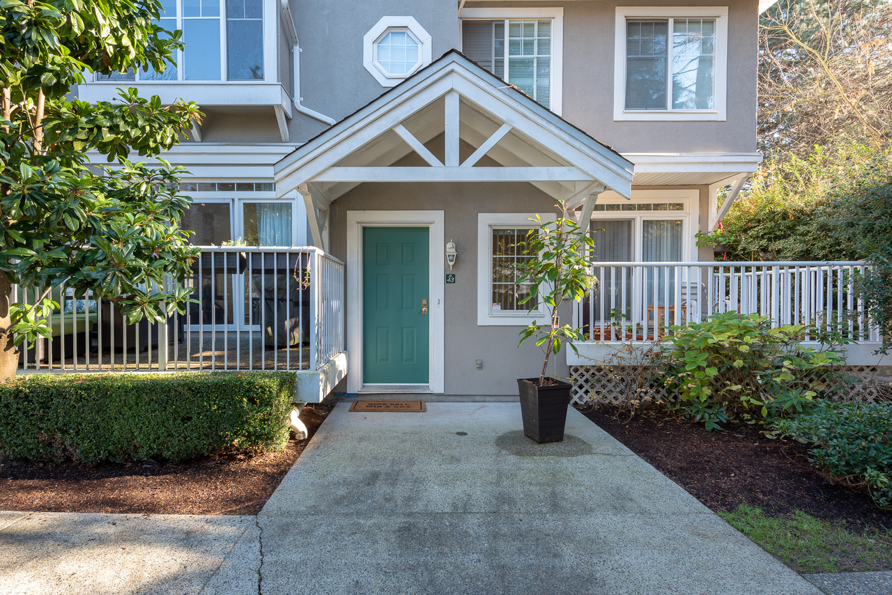43-2422-hawthorne-ave-port-coquitlam-360hometours-04s at