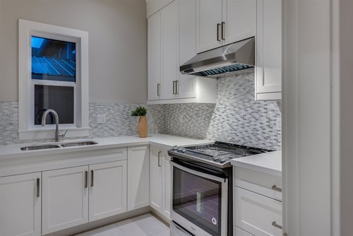 933-jarvis-street-harbour-chines-coquitlam-07 at