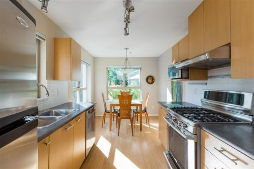 9329-university-crescent-simon-fraser-univer-burnaby-north-02 at