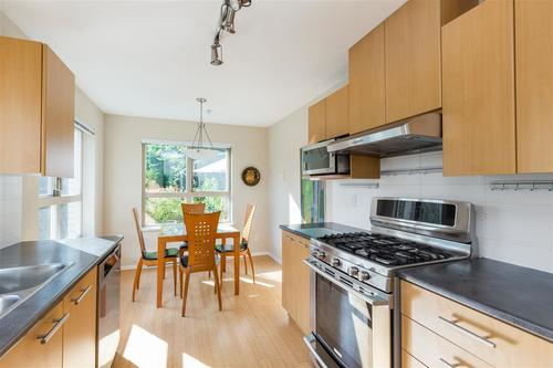 9329-university-crescent-simon-fraser-univer-burnaby-north-03 at
