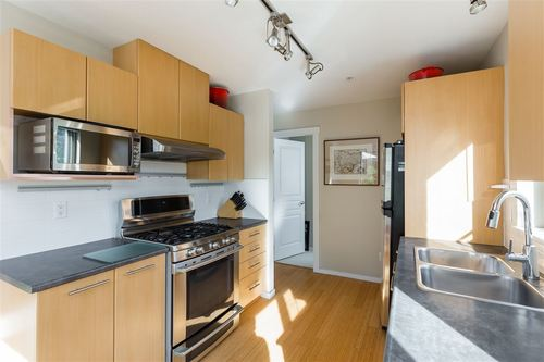 9329-university-crescent-simon-fraser-univer-burnaby-north-04 at