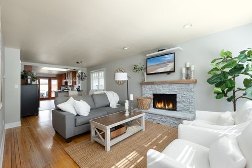 328-26th-st-w-north-vancouver-360hometours-04-copy at