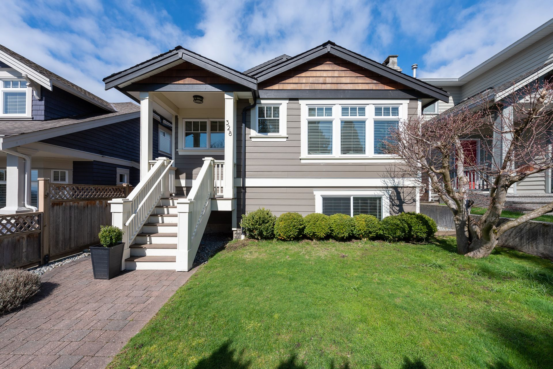 328-26th-st-w-north-vancouver-360hometours-02-copy at