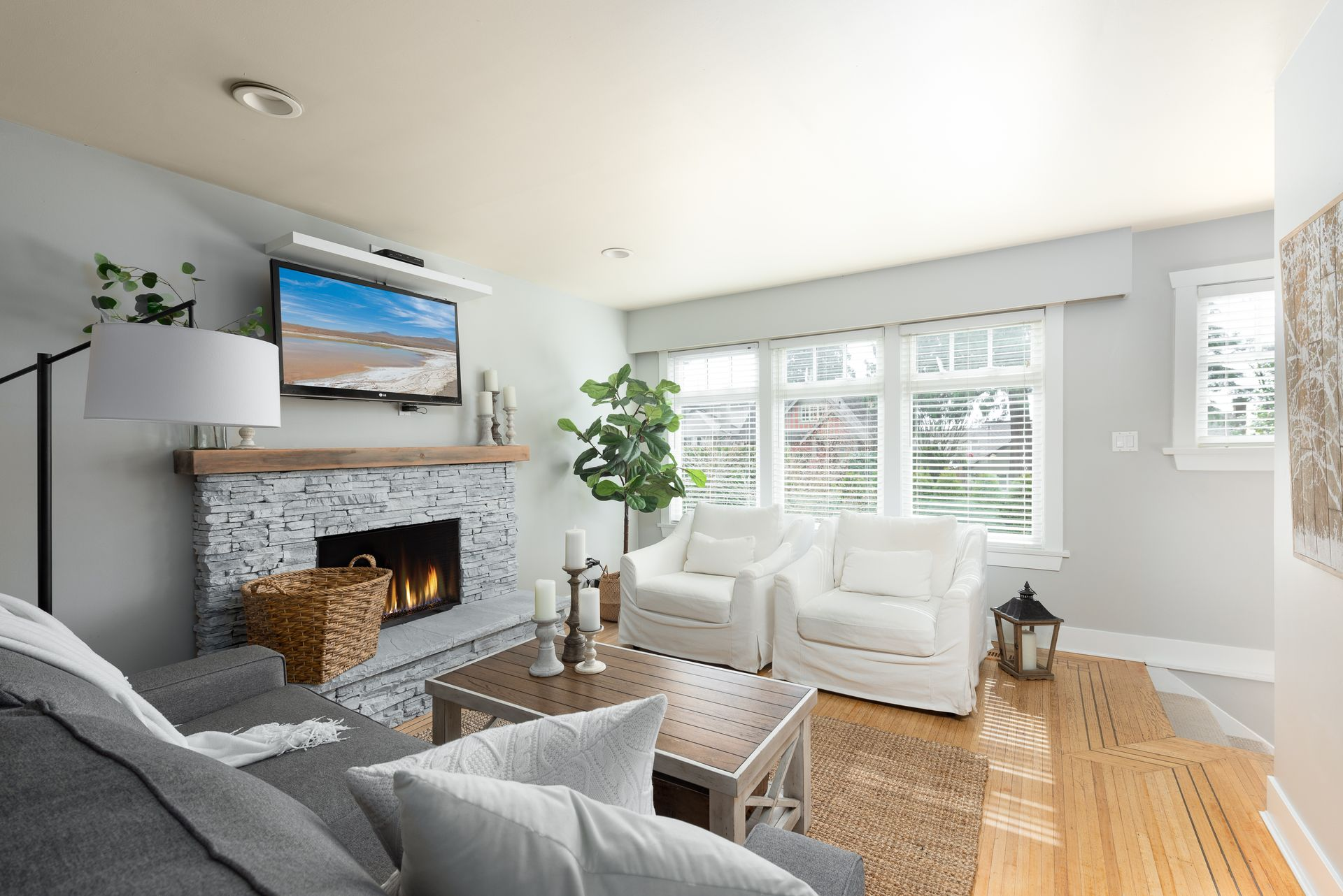 328-26th-st-w-north-vancouver-360hometours-05 at