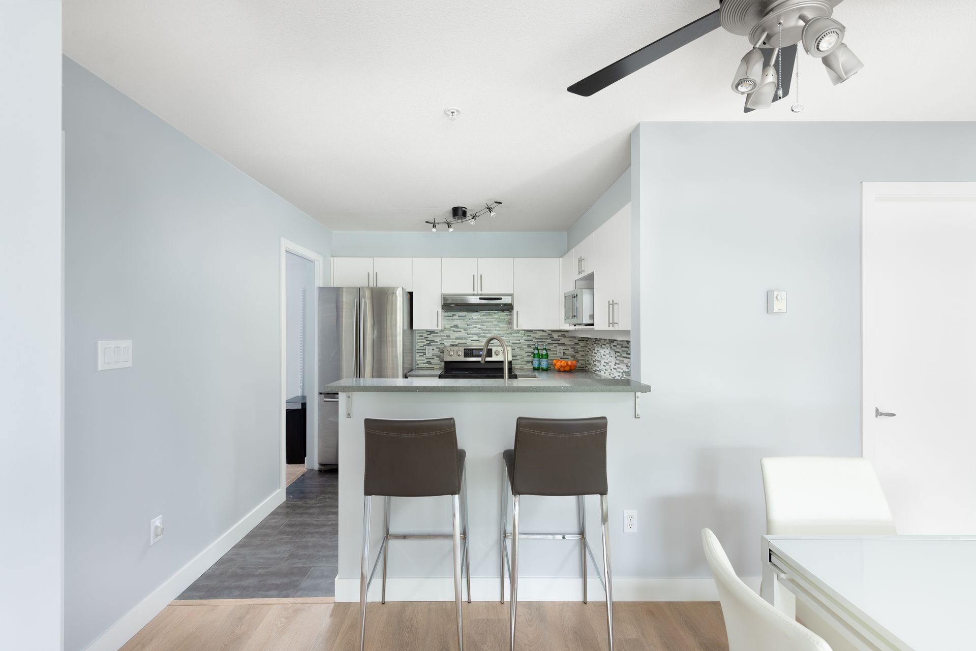 3155-w-4th-ave-vancouver-360hometours-11 at