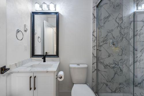 suite-bathroom at