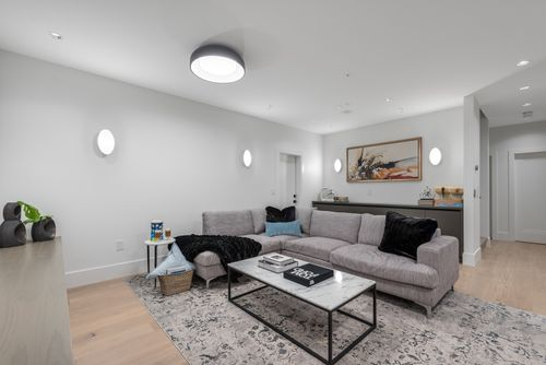 4042-yale-st-burnaby-360hometours-45 at