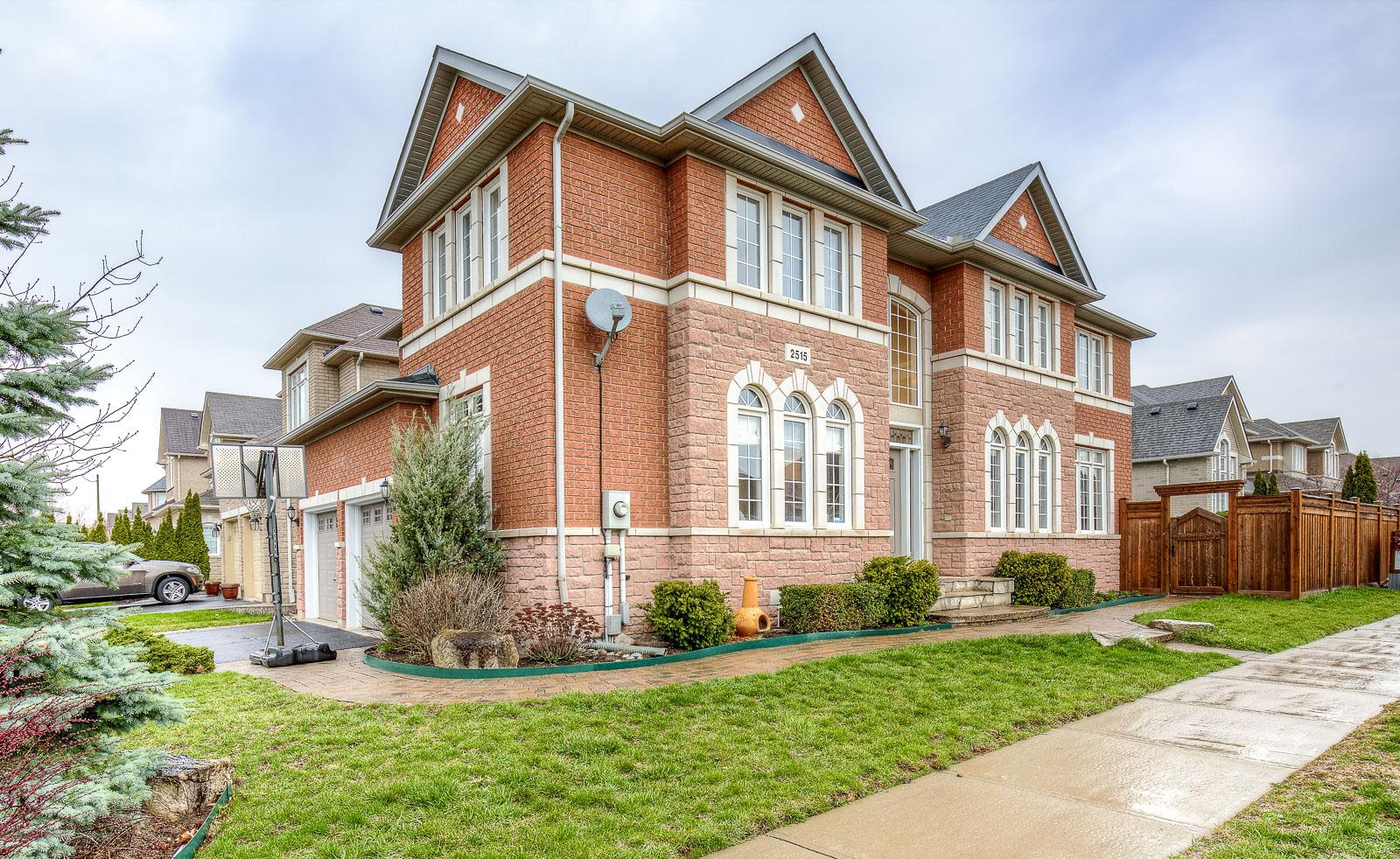Hertfordshire Way, Iroquois Ridge North, Oakville 2