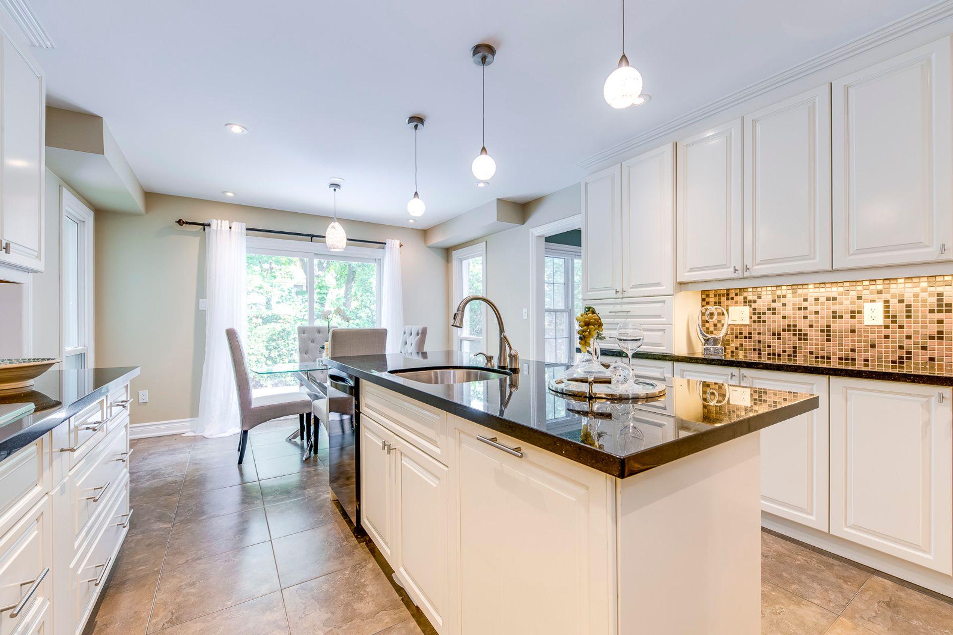 Kitchen - 2180 Dunvegan Ave, Oakville - Elite3 & Team at 2180 Dunvegan Avenue, Eastlake, Oakville