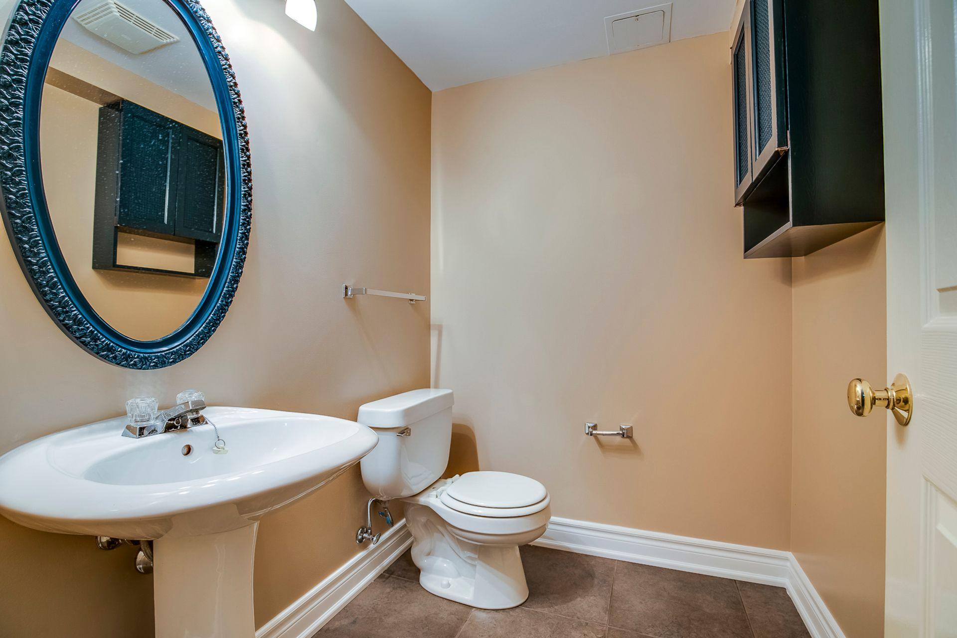 Basement Bathroom - 2180 Dunvegan Ave, Oakville - Elite3 & Team at 2180 Dunvegan Avenue, Eastlake, Oakville