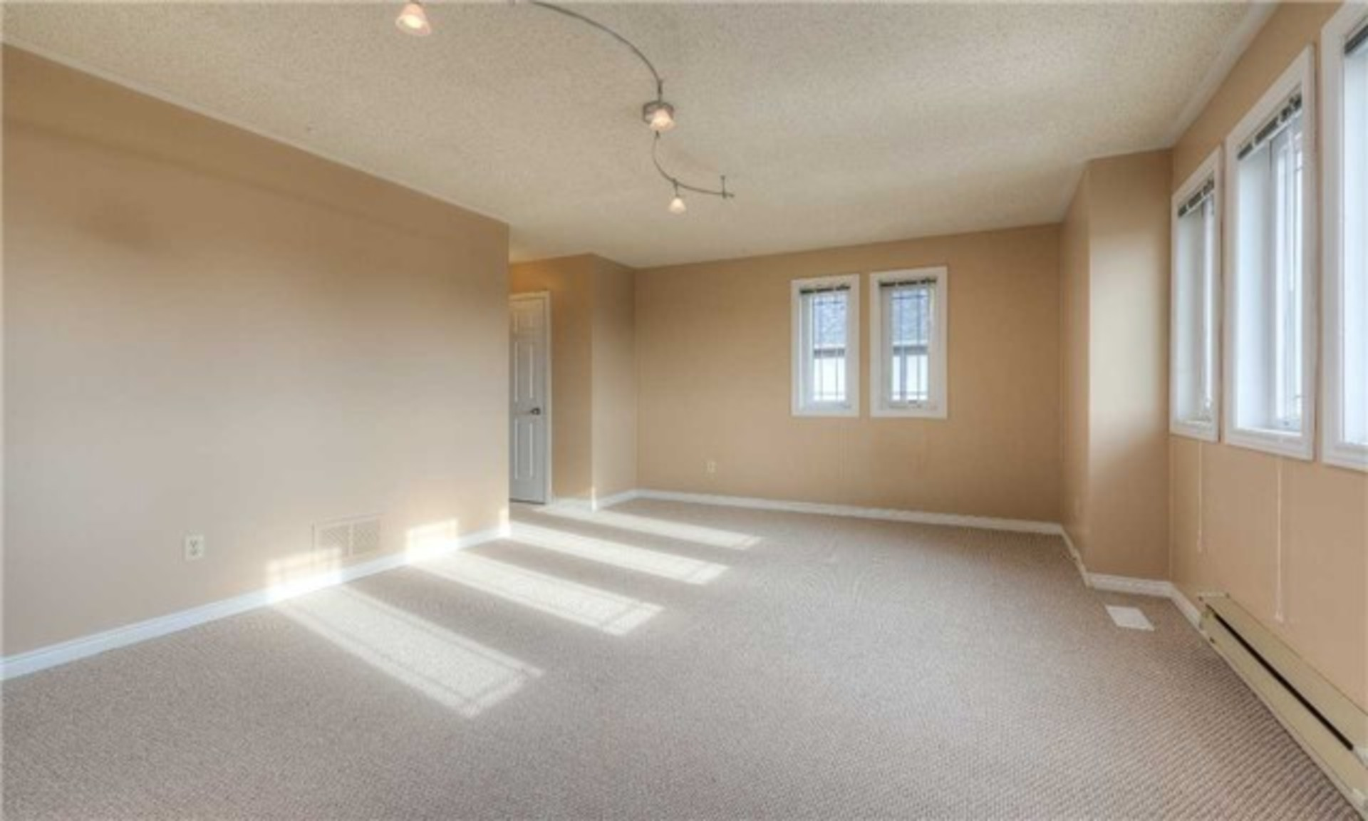 3rd Bedroom at 5799 Tayside Crescent, Central Erin Mills, Mississauga