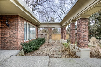 1-22 at 45 Kingsford Place, Eastlake, Oakville