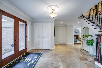 1-25 at 45 Kingsford Place, Eastlake, Oakville