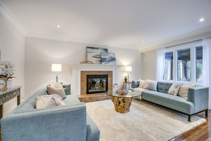 1-27 at 45 Kingsford Place, Eastlake, Oakville