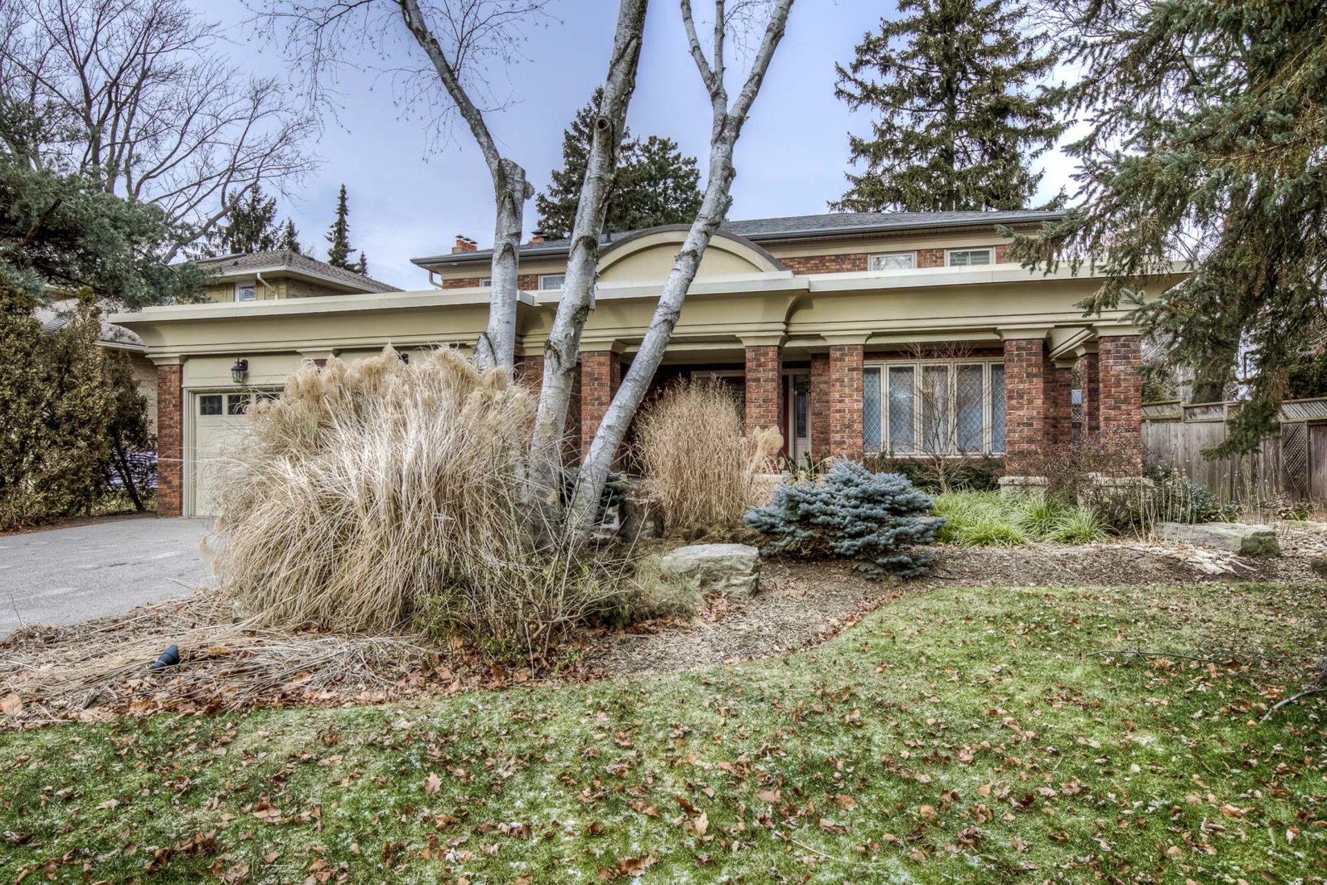 1-18 at 45 Kingsford Place, Eastlake, Oakville