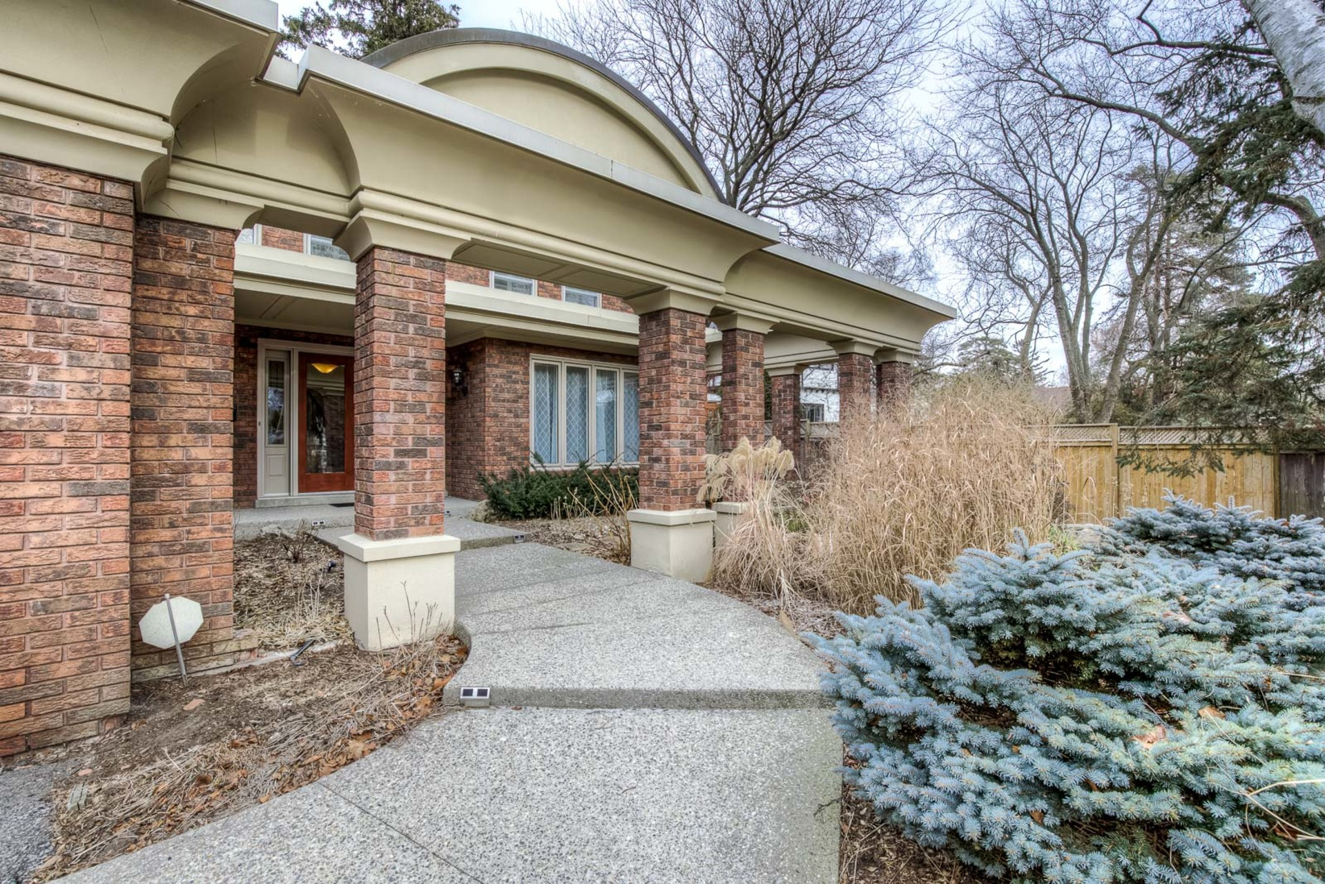 1-19 at 45 Kingsford Place, Eastlake, Oakville