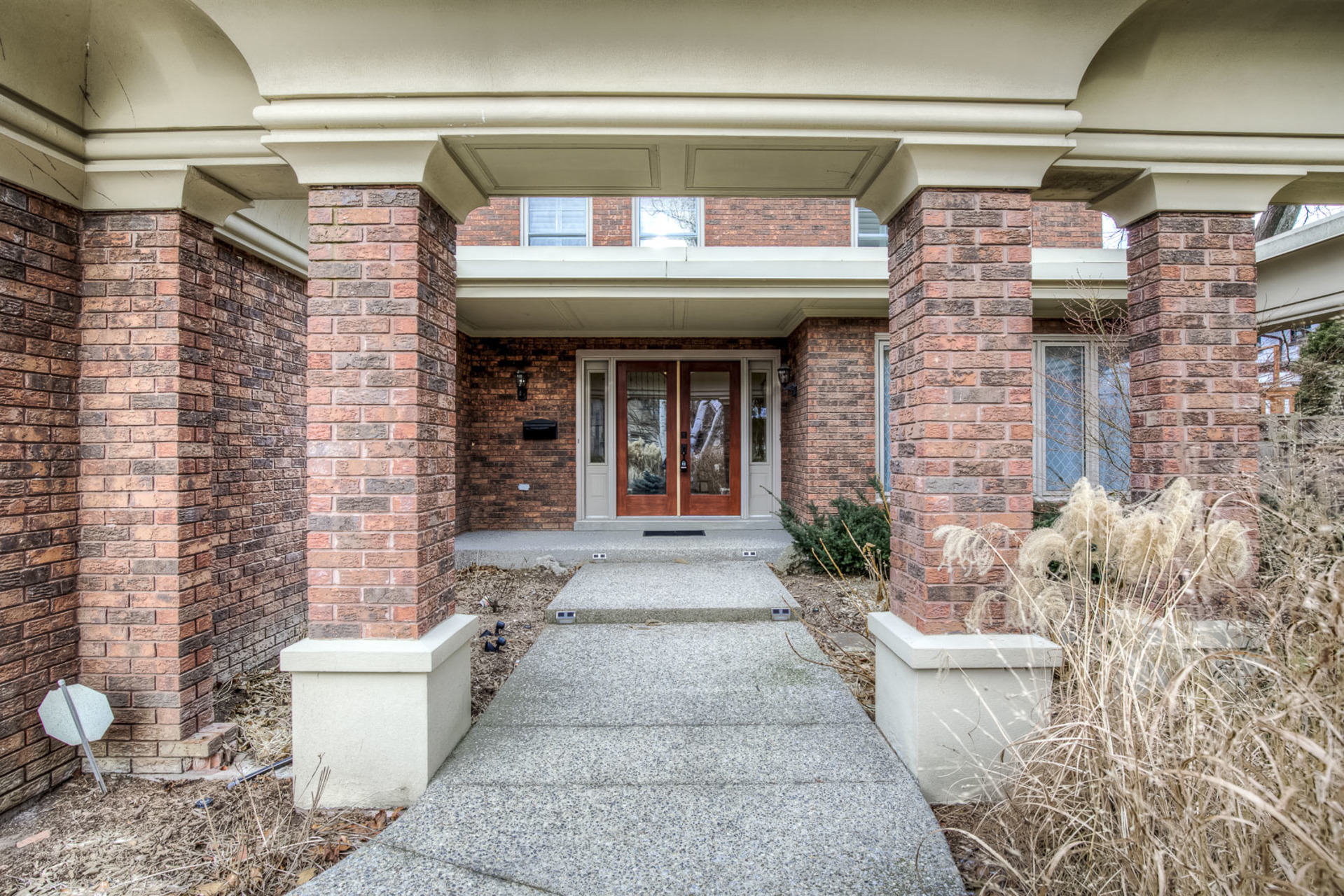 1-20 at 45 Kingsford Place, Eastlake, Oakville