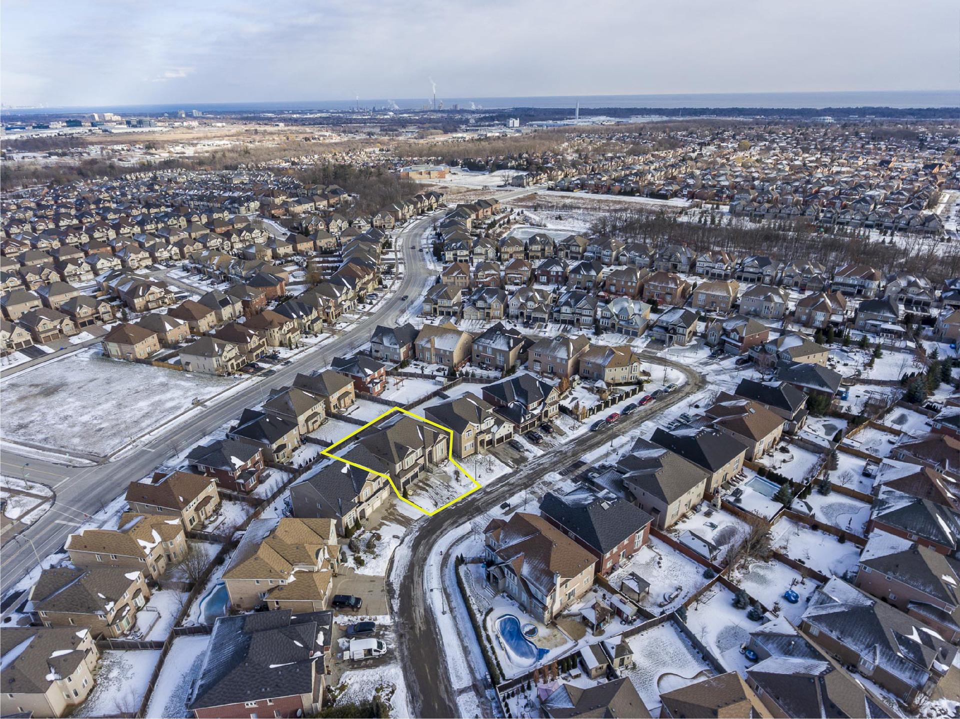 1-12-01 at 2353 Delnice Drive, Iroquois Ridge North, Oakville