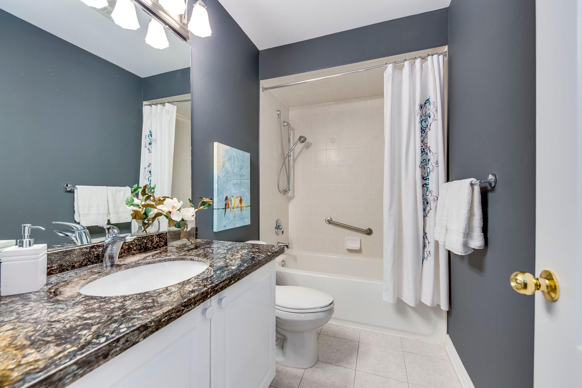 Main Bathroom - 12-2254 Rockingham Dr, Oakville at 12 - 2254 Rockingham Drive, Iroquois Ridge North, Oakville