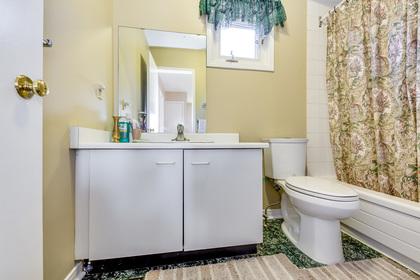 Main bathroom - 4230 Credit Pointe Drive, Mississauga - Elite3 & Team at 4230 Credit Pointe Drive, East Credit, Mississauga