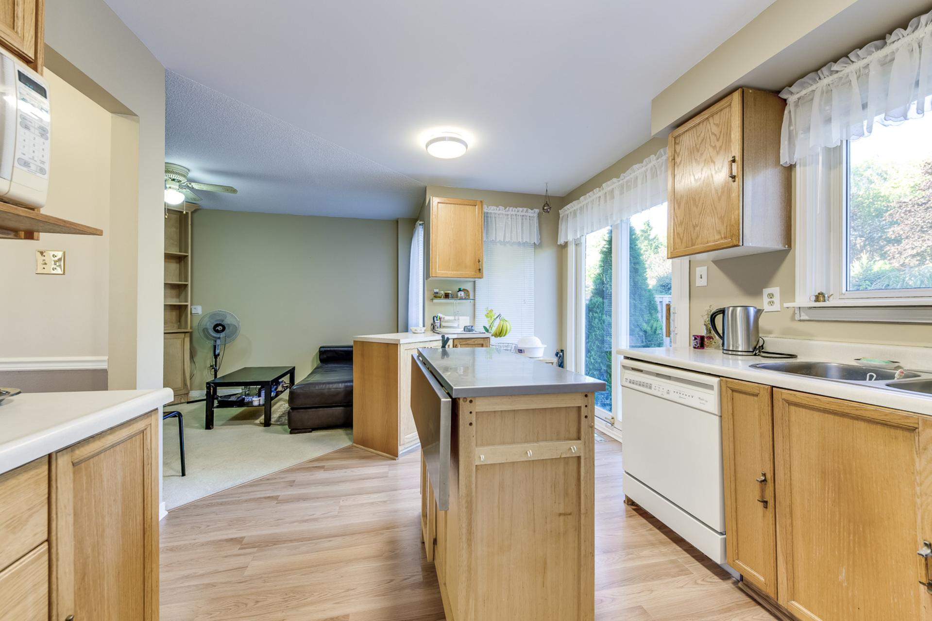 Kitchen - 4230 Credit Pointe Drive, Mississauga - Elite3 & Team at 4230 Credit Pointe Drive, East Credit, Mississauga