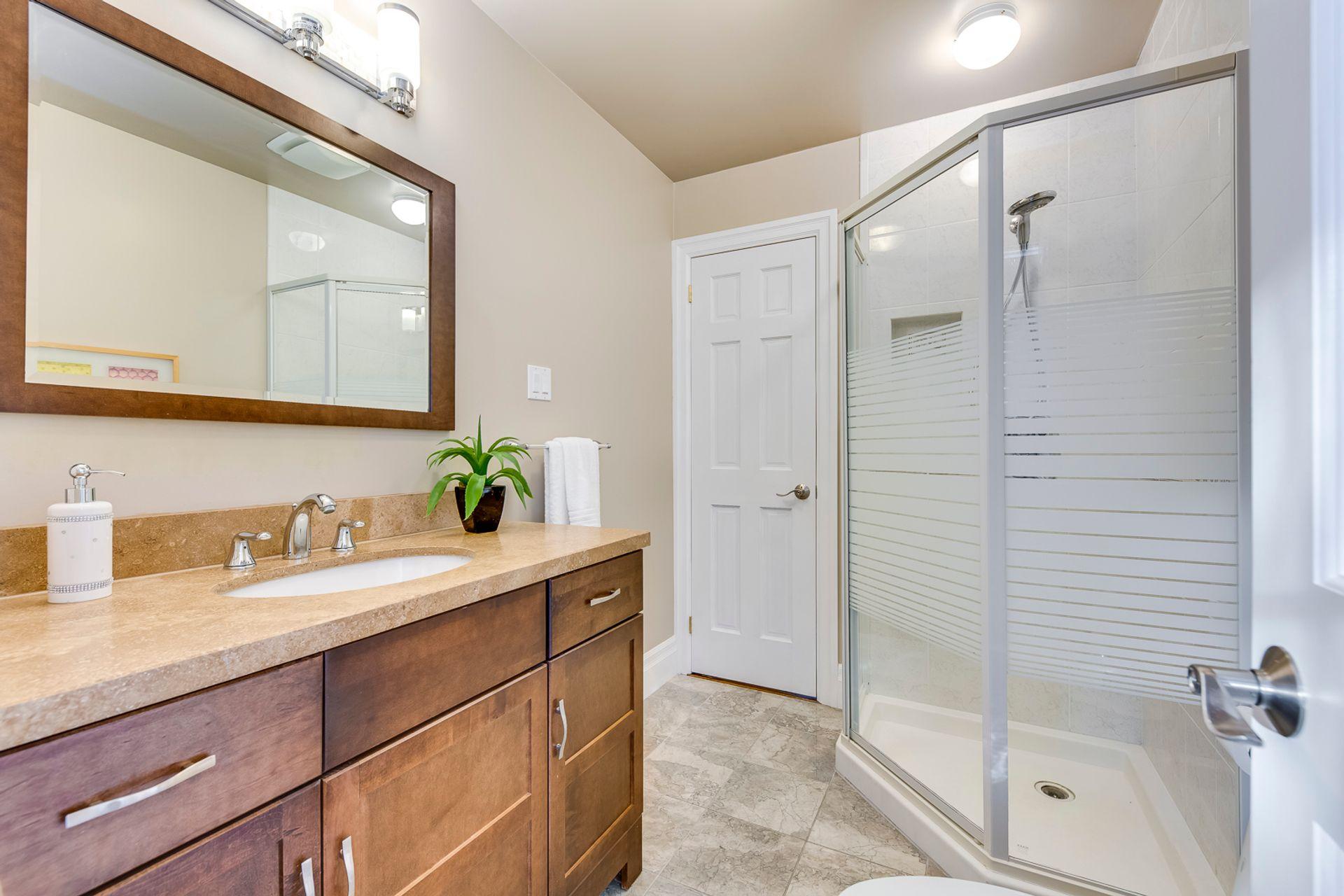 Jack & Jill Bathroom - 1321 Brookstar Drive, Oakville - Elite3 & Team at 437 Allan Street, Old Oakville, Oakville