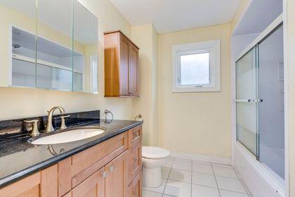 Main Bathroom - 1522 Estes Cres, Mississauga - Elite3 & Team at 1522 Estes Crescent, East Credit, Mississauga