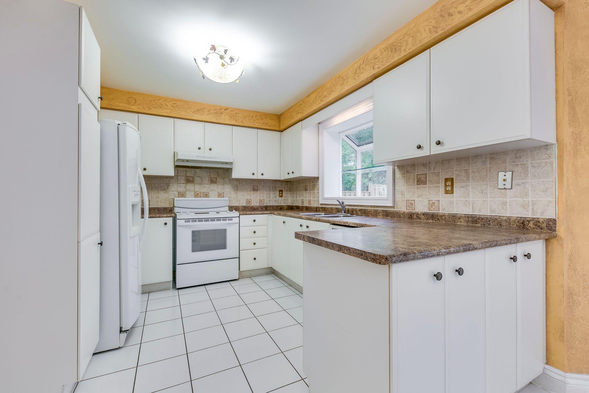 Kitchen - 1522 Estes Cres, Mississauga - Elite3 & Team at 1522 Estes Crescent, East Credit, Mississauga