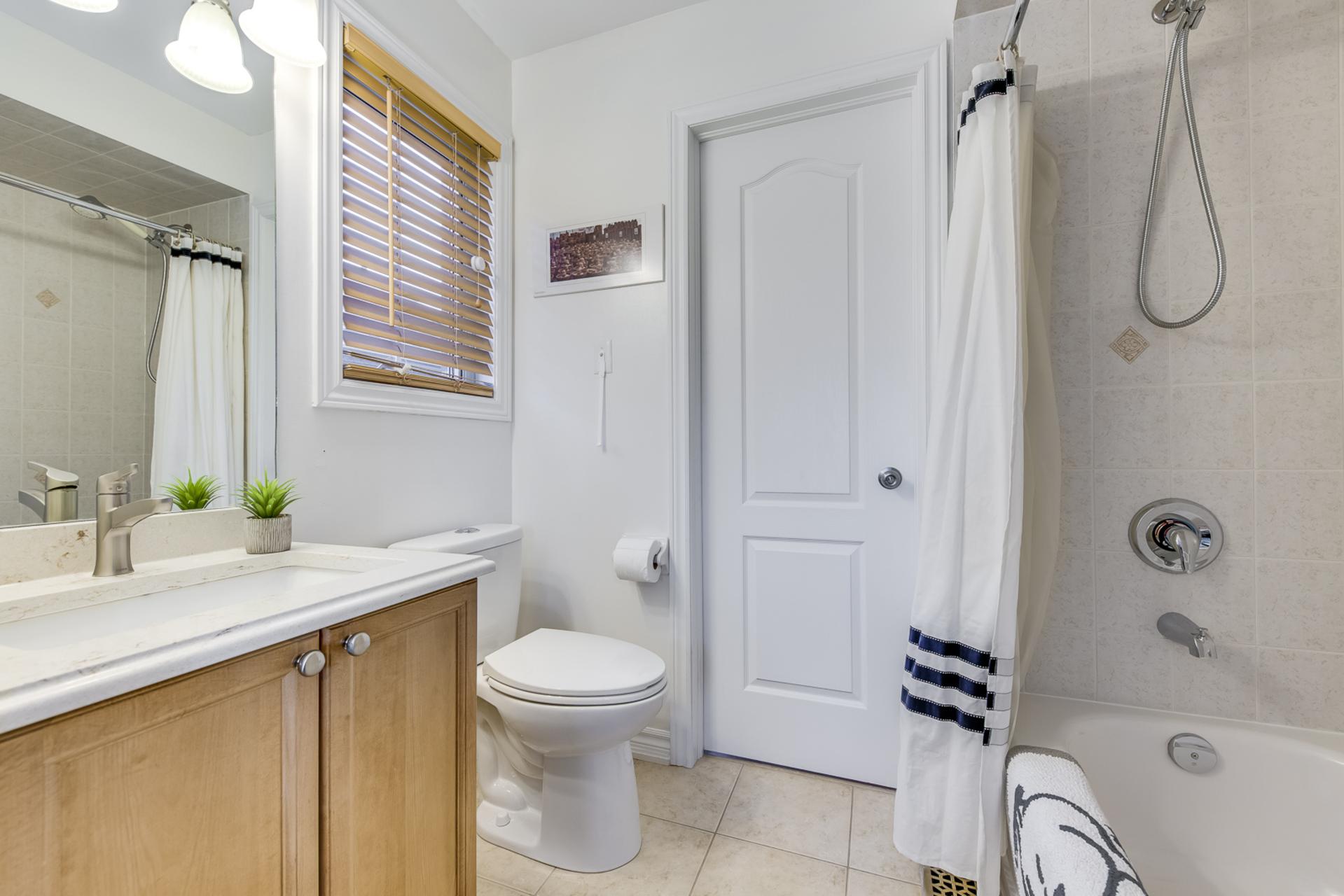 Jack & Jill Washroom - 2395 Tesla Crescent, Oakville - Elite3 & Team at 2395 Tesla Crescent, Iroquois Ridge North, Oakville
