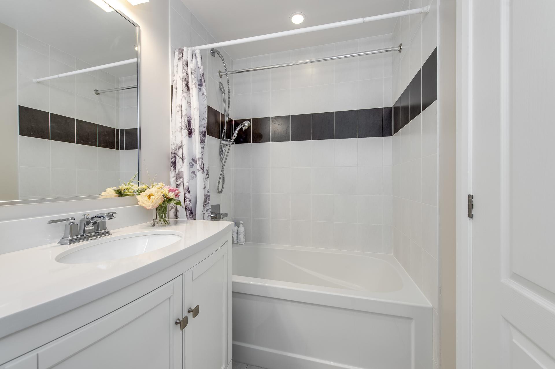 Bathroom - 514-2480 Price Michael Dr, Oakville - Elite3 & Team at 514 - 2480 Prince Michael Drive, Iroquois Ridge North, Oakville