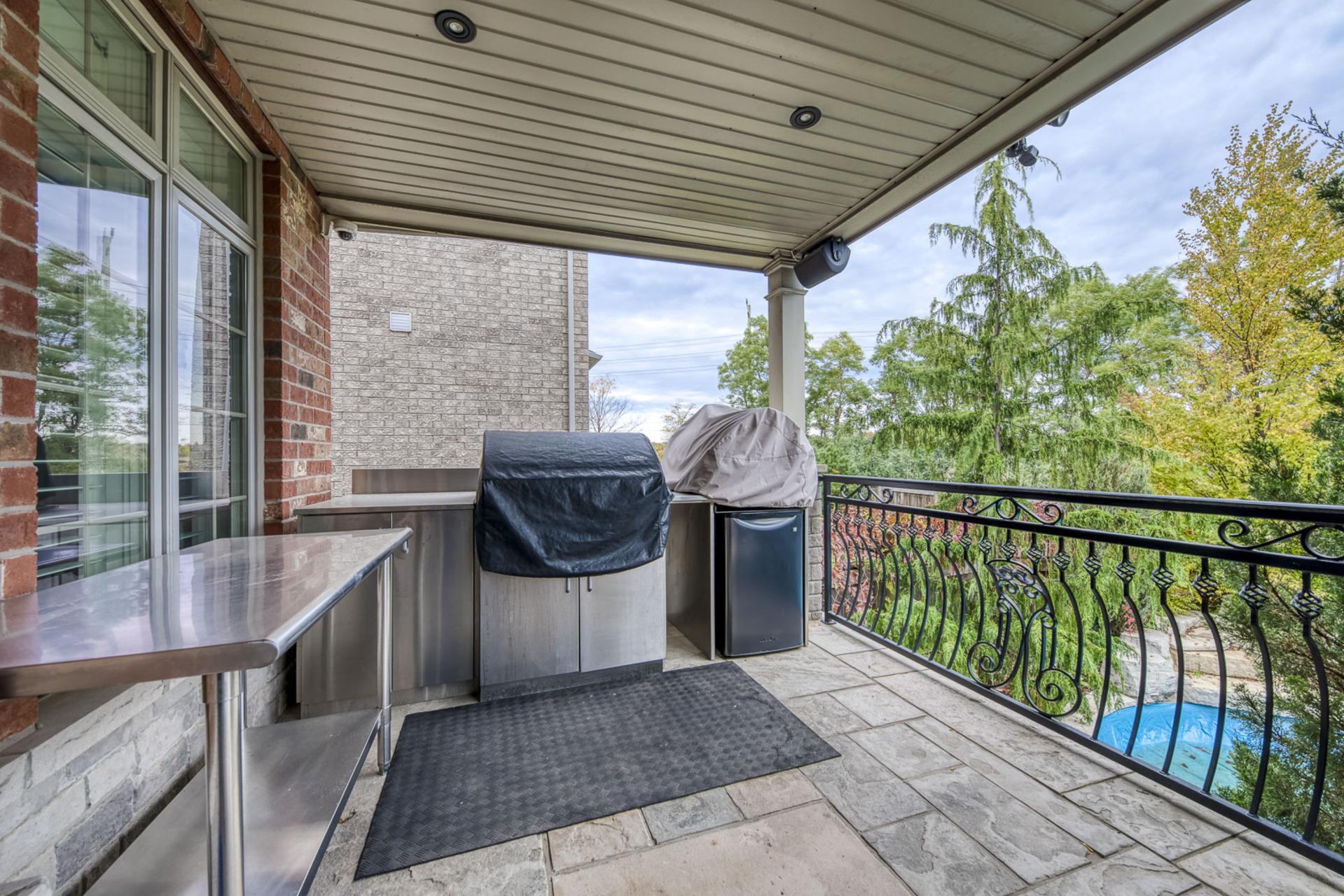 Backyard Deck - 2415 Lyndhurst Dr, Oakville - Elite3 & Team at 2415 Lyndhurst Drive, Iroquois Ridge North, Oakville