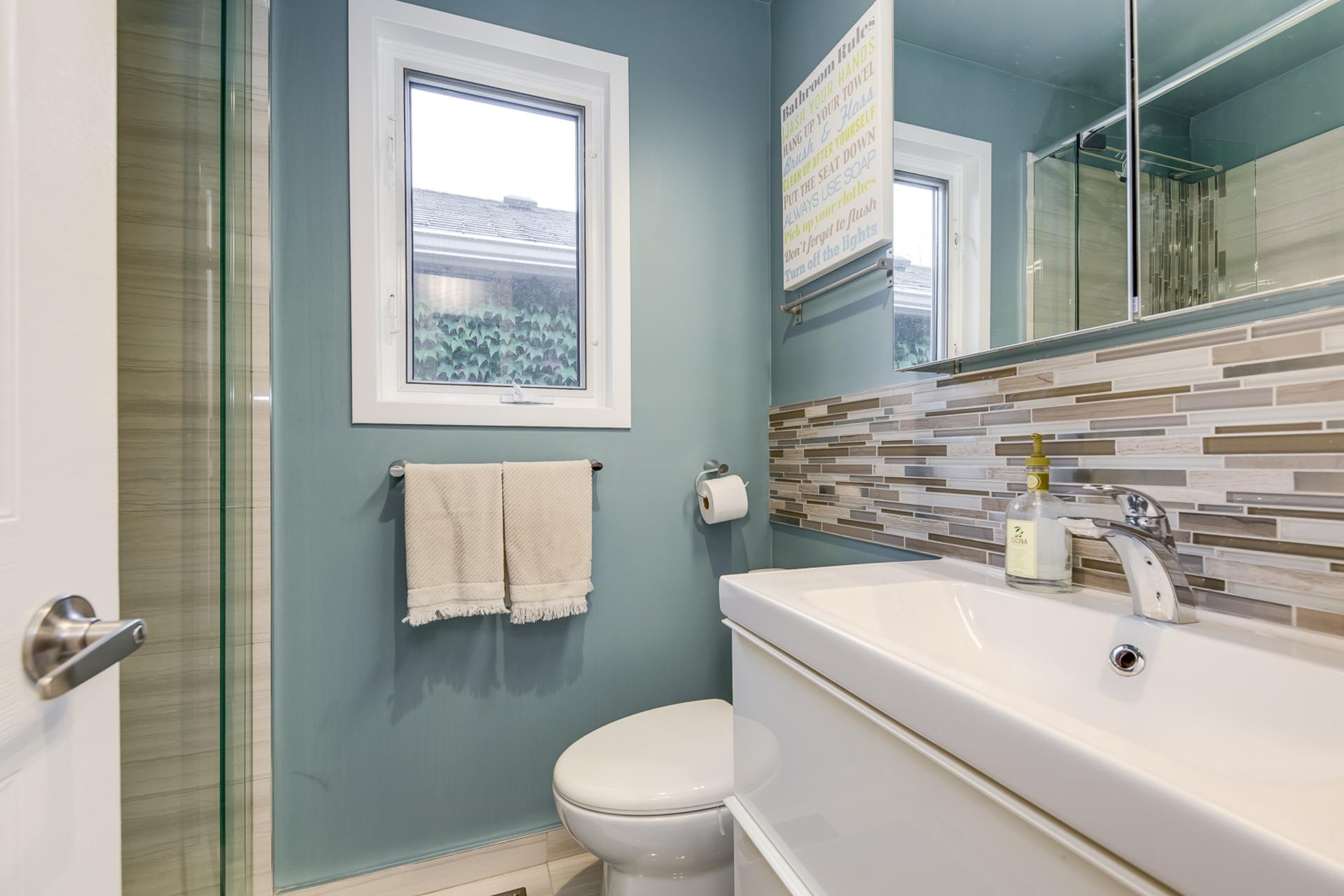Main Bathroom - 1308 Valerie Cres, Oakville - Elite3 & Team at 1308 Valerie Crescent, Clearview, Oakville