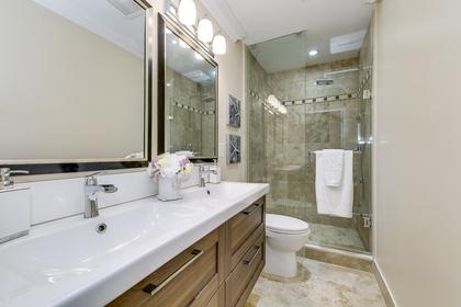 Main Bathroom - 2058 Constance Dr, Oakville - Elite3 & Team at 2058 Constance Drive, Eastlake, Oakville
