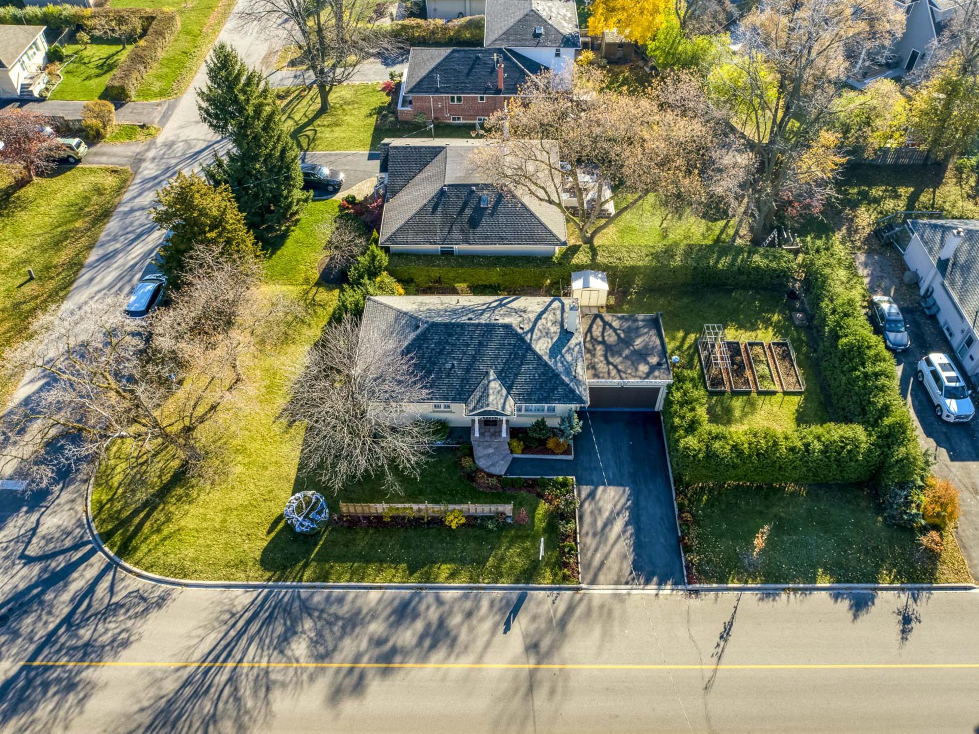 Exterior - 2058 Constance Dr, Oakville - Elite3 & Team at 2058 Constance Drive, Eastlake, Oakville