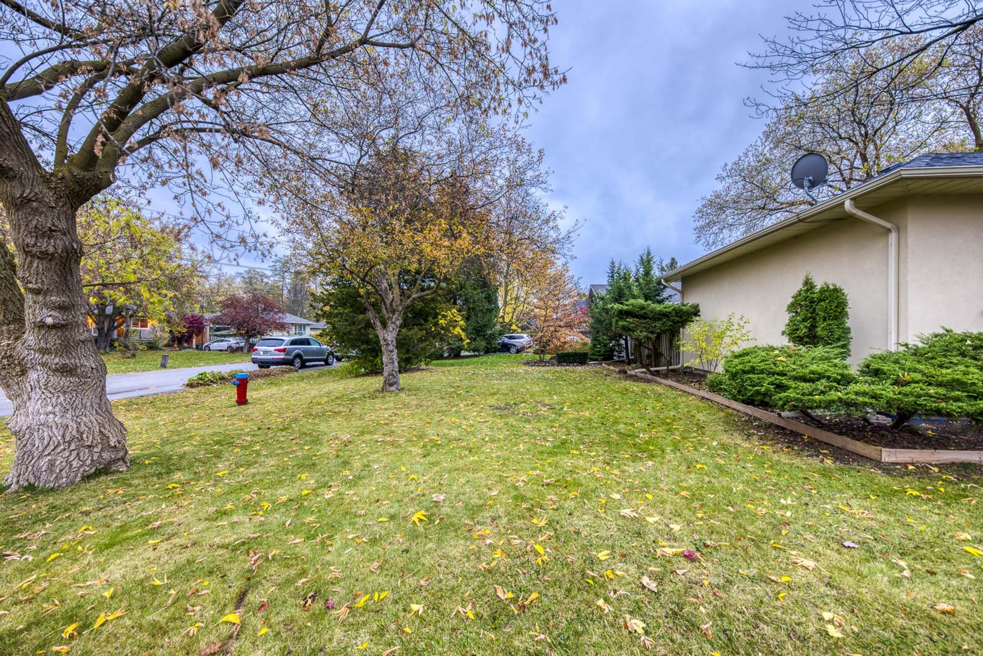 Backyard - 2058 Constance Dr, Oakville - Elite3 & Team at 2058 Constance Drive, Eastlake, Oakville