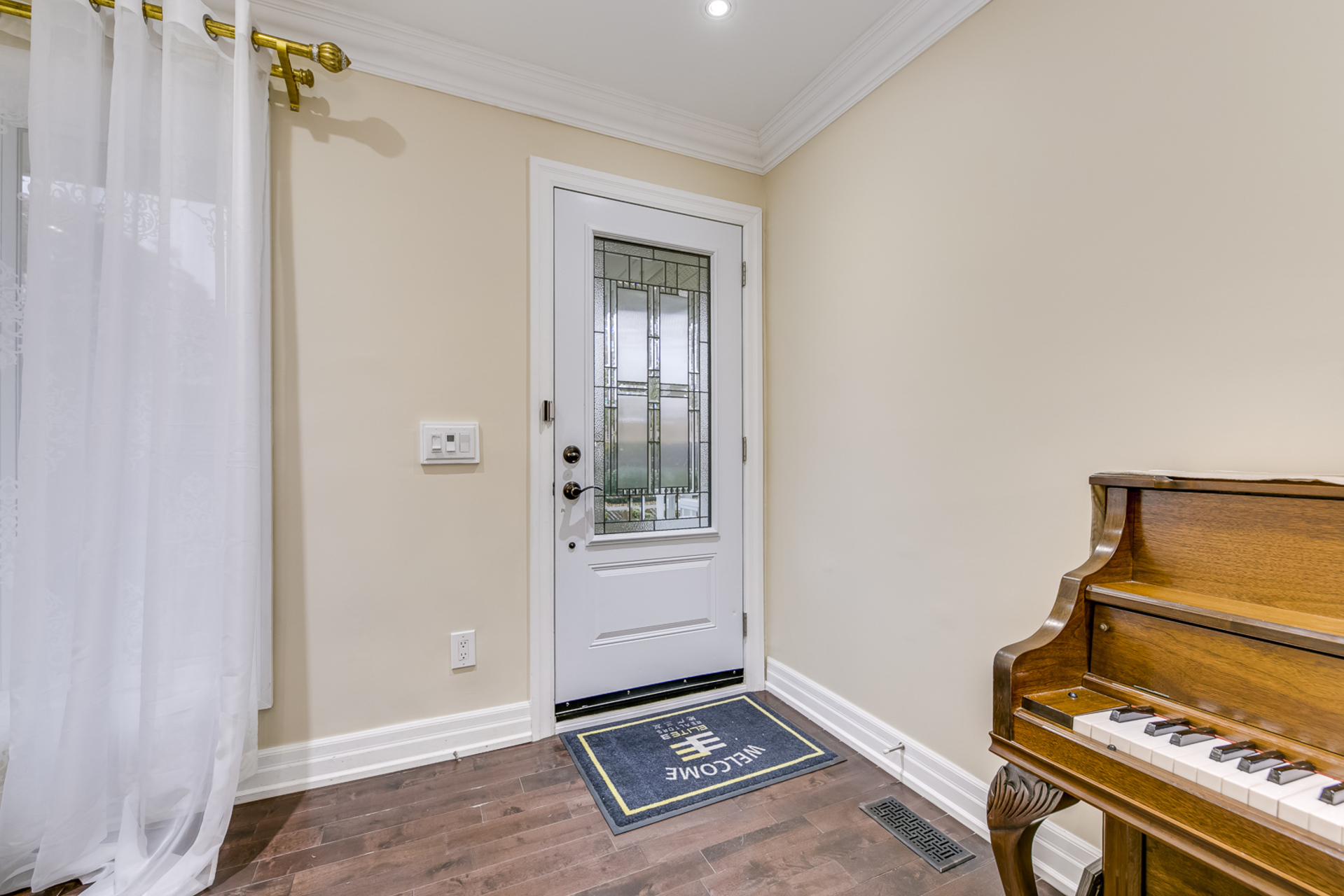 Foyer Room - 2058 Constance Dr, Oakville - Elite3 & Team at 2058 Constance Drive, Eastlake, Oakville