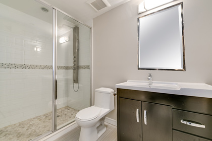 mls-55-with-mirror at 1509 Clearview Drive, Clearview, Oakville