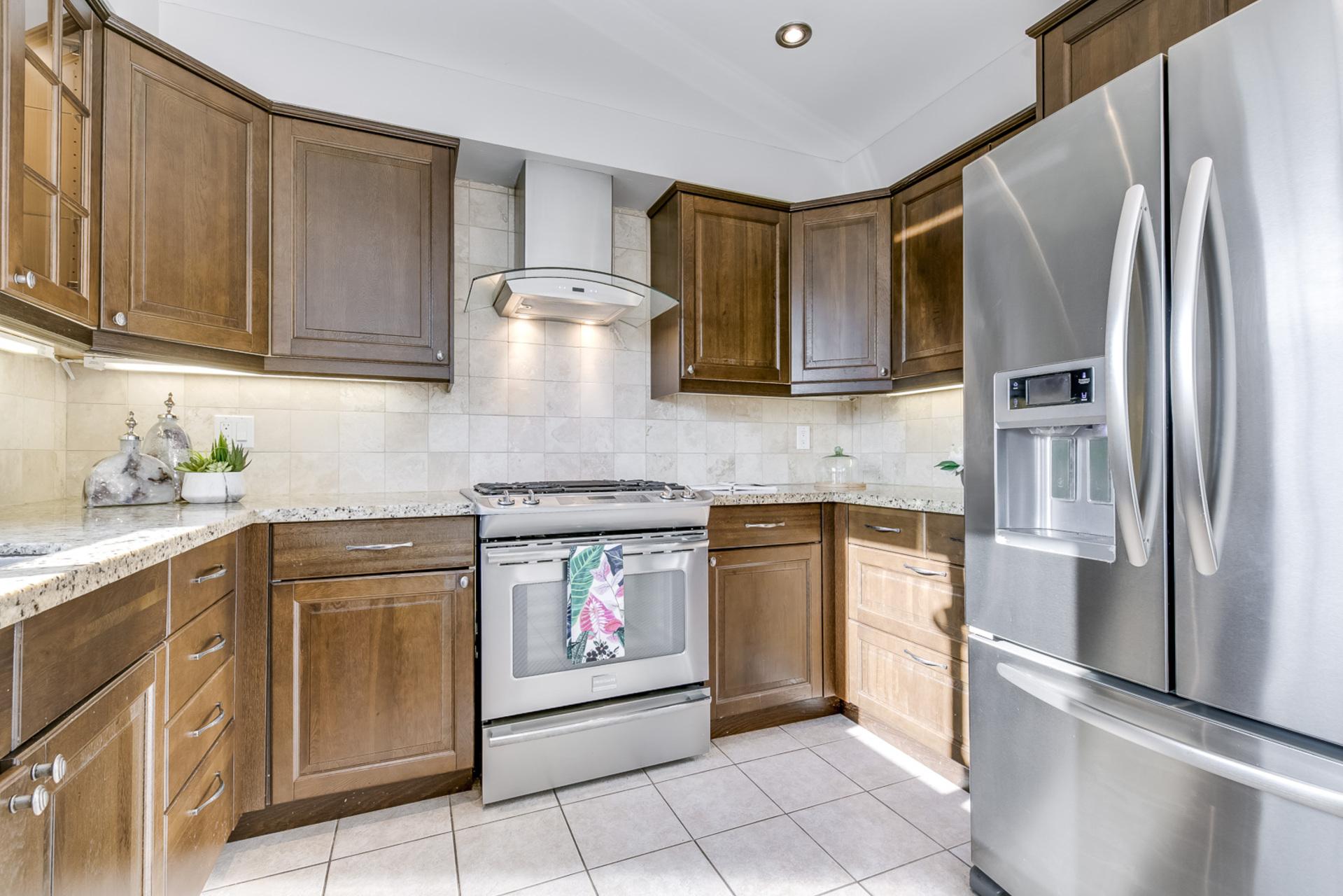 Kitchen - 1509 Clearview Dr, Oakville - Elite3 & Team at 1509 Clearview Drive, Clearview, Oakville