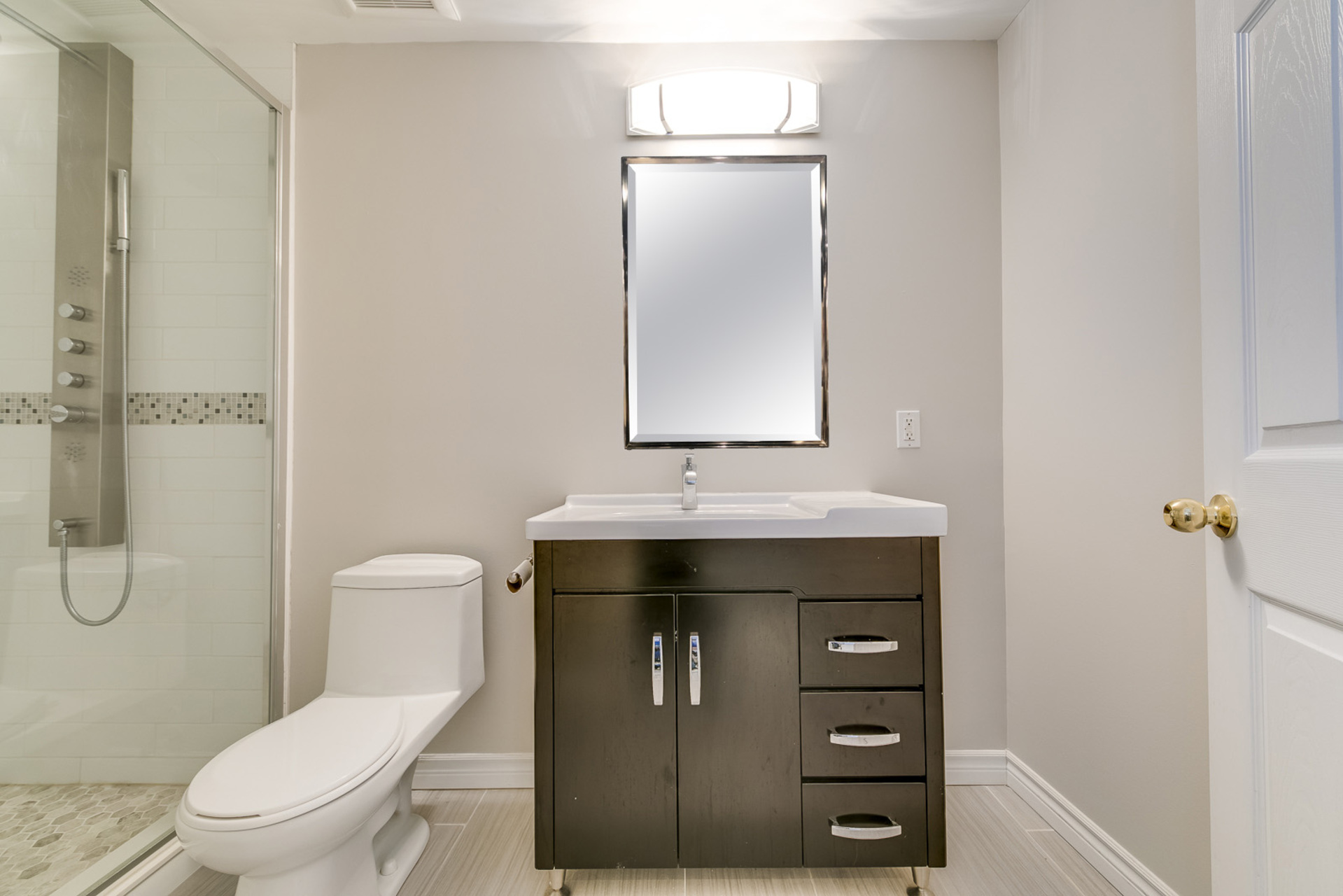 mls-56-with-mirror at 1509 Clearview Drive, Clearview, Oakville
