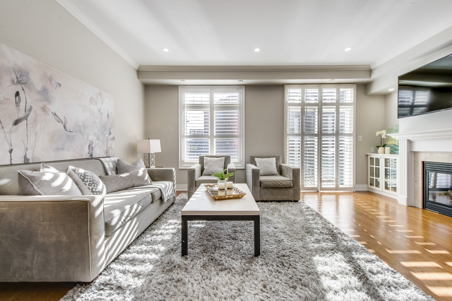 Great Room - 2014 Lushes Ave, Mississauga - Elite3 & Team at 2014 Lushes Avenue, Clarkson, Mississauga
